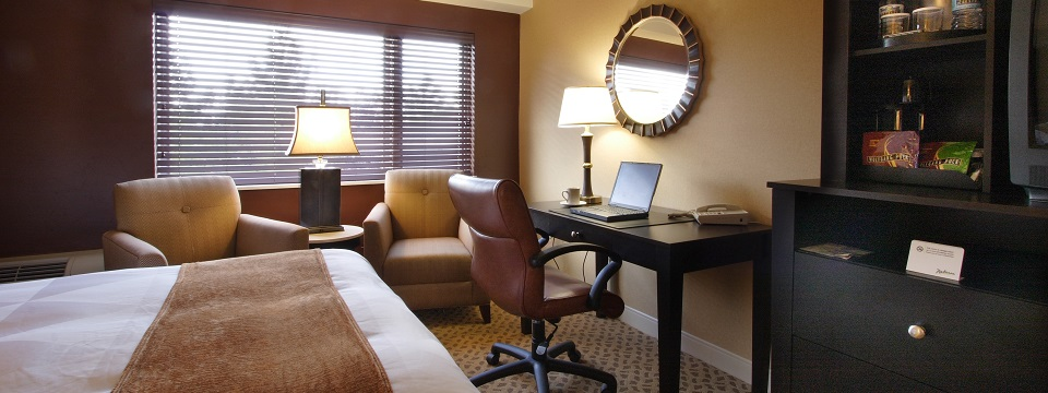 Green Bay hotel room with work desk and sitting area