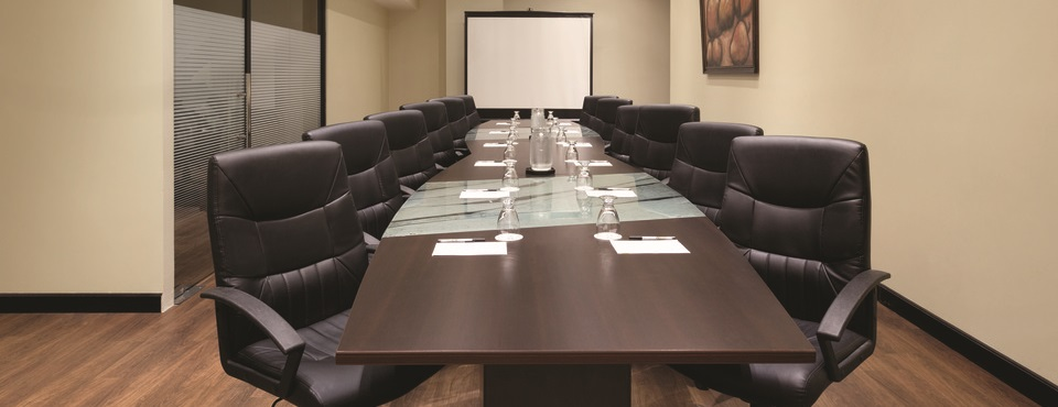 Hotel boardroom with projection screen in Guatemala City