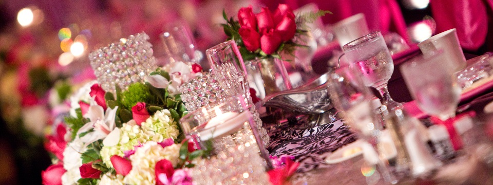 Table decorations with pink, white and black accents