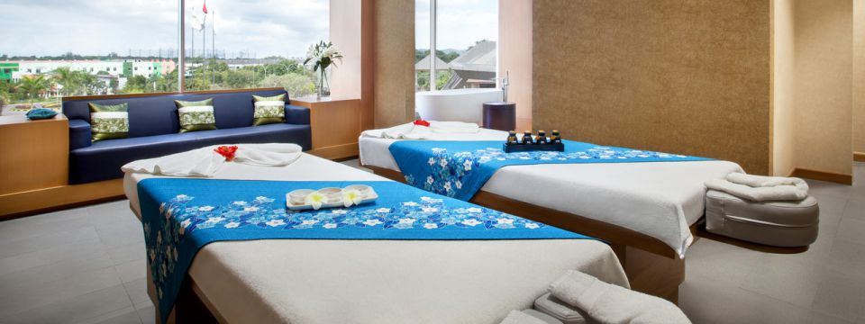 A relaxing treatment room with two massage tables at Zoysia Spa