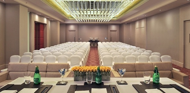 Summit II meeting room with conference-style setup