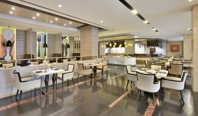 Dining room of Café NH8 at Radisson Gurugram Udyog Vihar