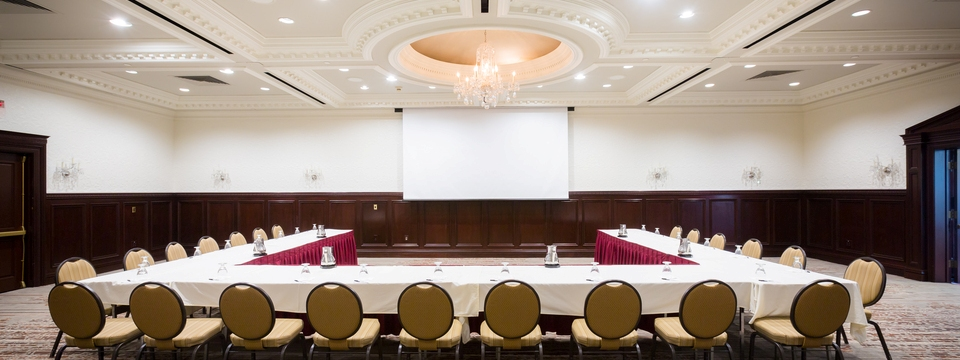 U-style seating arrangement in hotel meeting space