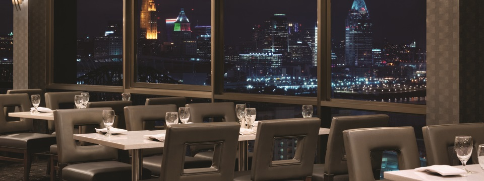 Revolving Restaurant Overlooking The Cincinnati River