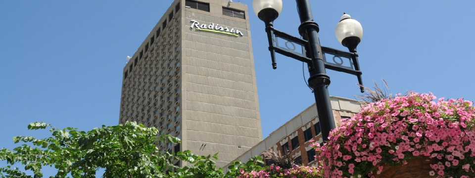 Exterior of Radisson Hotel Winnipeg Downtown