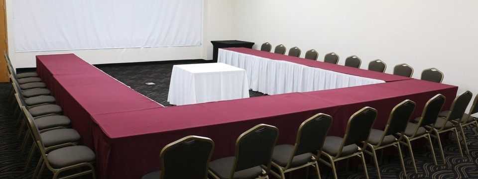 U-shape seating arrangement and a projector screen in meeting room