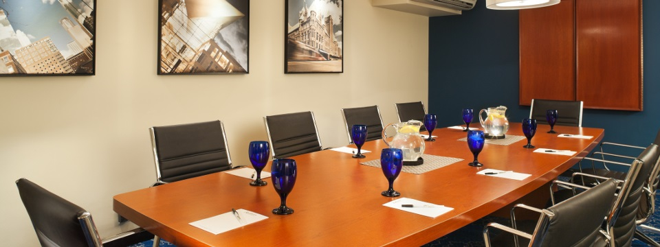 Roseville hotel boardroom for up to 10 people