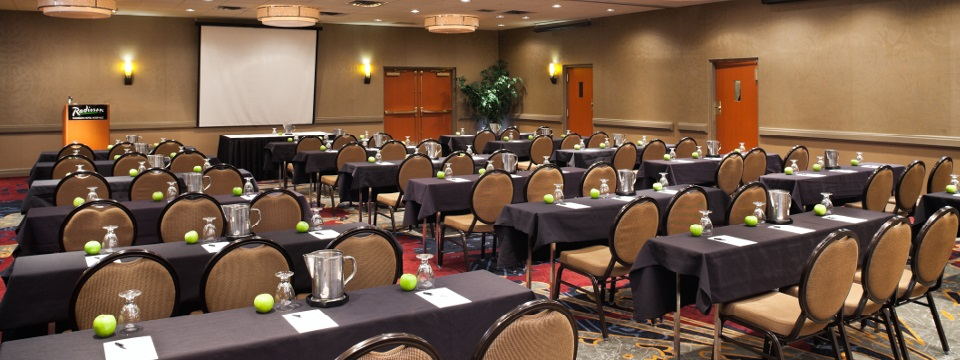 Meeting room with flexible setup in Roseville, MN