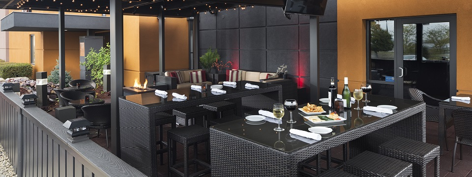 On-site restaurant with outdoor seating at our Roseville hotel