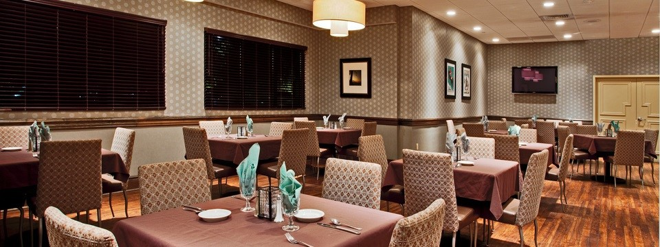 On-site dining at Radisson Hotel Freehold
