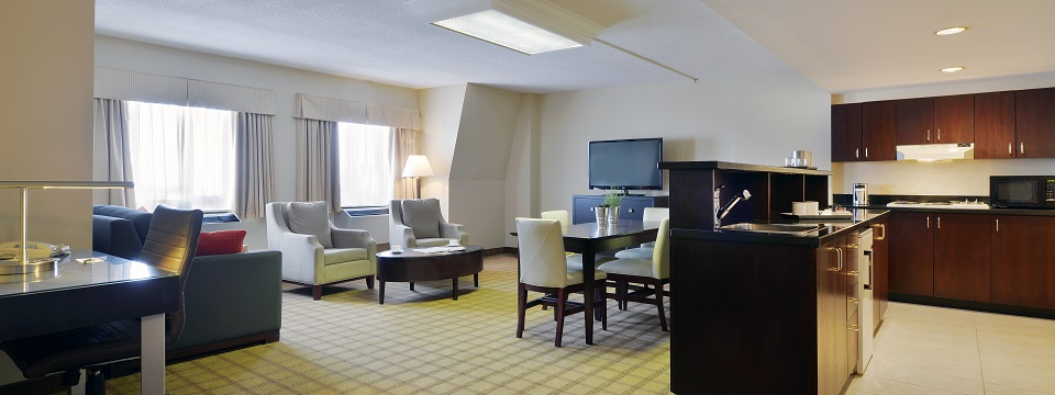 Spacious suite with living area, dining table and kitchenette