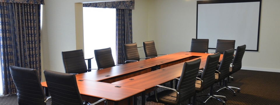 Meeting room with screen and natural lighting