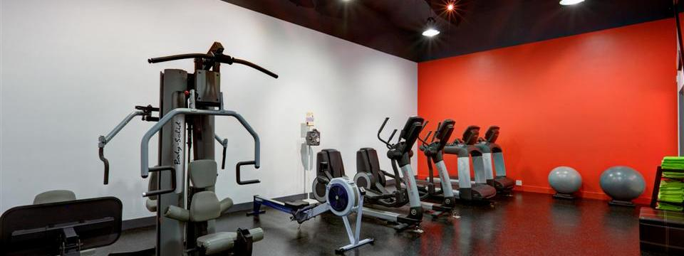 Fitness centre with treadmills, weight machines and other cardio equipment