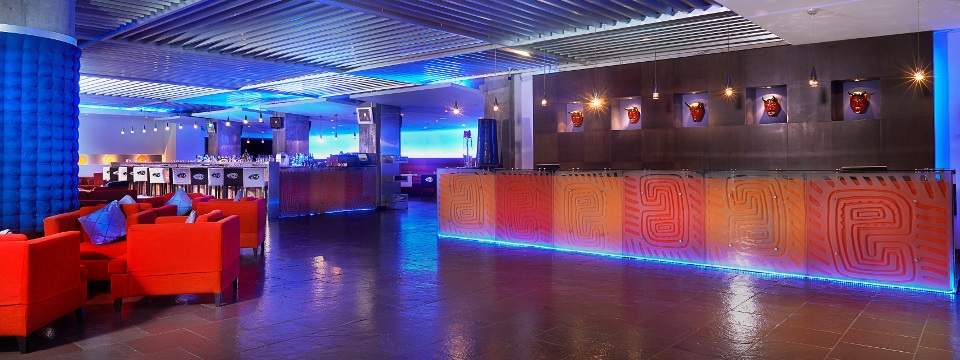 Reception desk and bar at the Radisson in Panama City