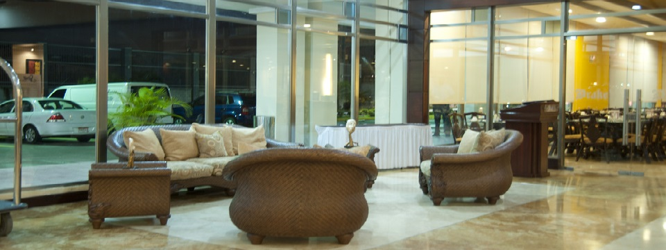 Sofa and chairs in Colón city hotel lobby