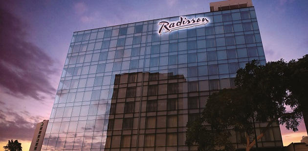 Exterior view of Radisson Hotel Decapolis Miraflores