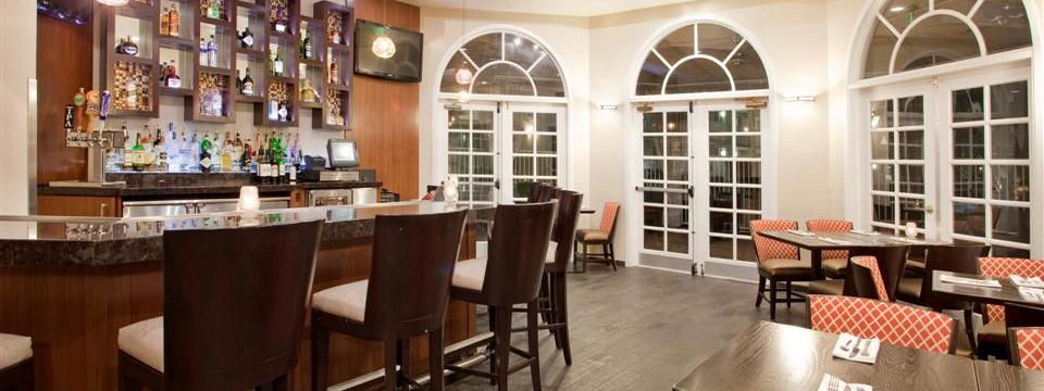 On-site bar and restaurant with arched windows