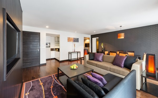 One- and Two-bedroom Premier Suites with Kitchenette Area