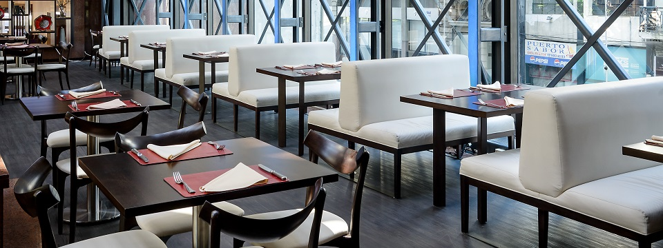 On-site restaurant with tables, booths and chairs