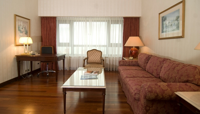Suite with Living Area