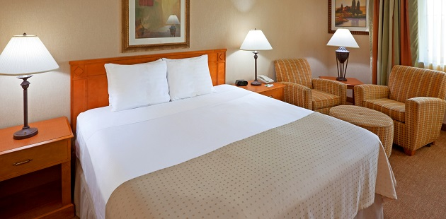 Hotel guest room with king bed and seating area