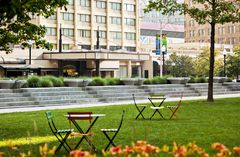 Radisson Hotel Baltimore Downtown-Inner Harbor exterior and lawn