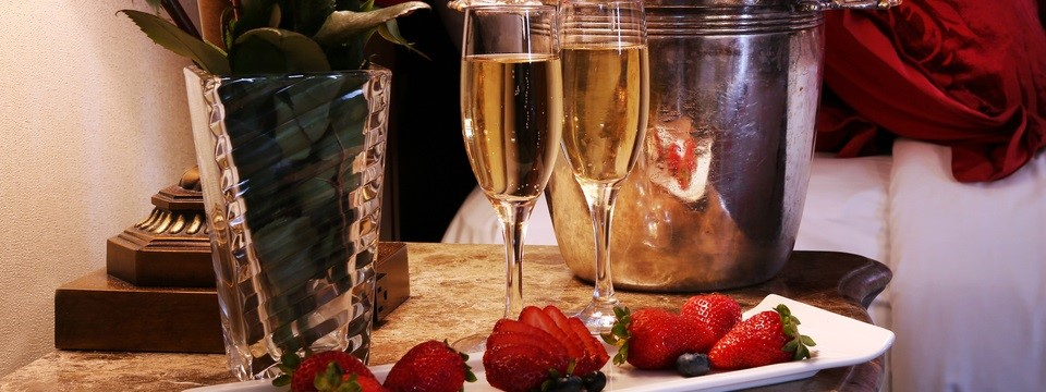 Two glasses of champagne and a platter with strawberries