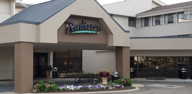 Radisson Hotel Detroit-Farmington Hills building exterior with carport