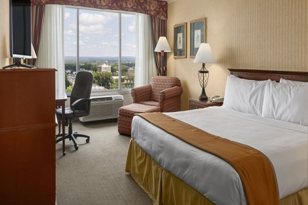Hartford Hotel Room With King Bed And City Views