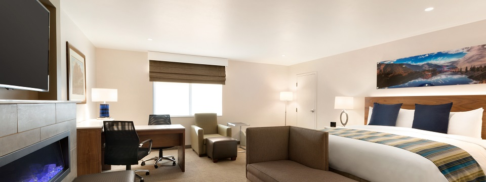 Suite with king bed, TV and sitting area