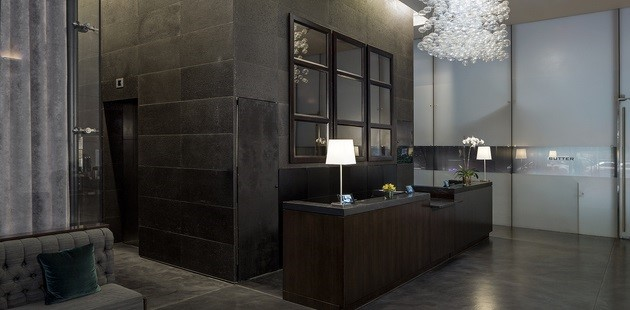 Cassa Hotel lobby seating and reception desk