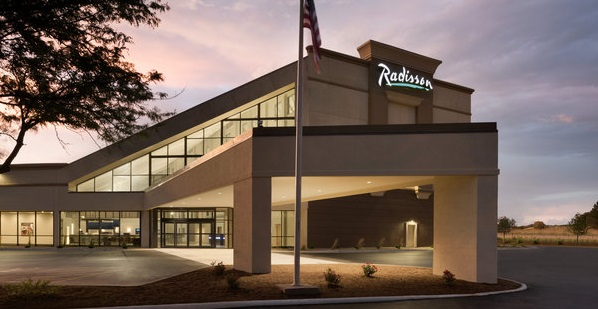 Exterior of the Radisson Hotel & Conference Center Bloomington - Normal