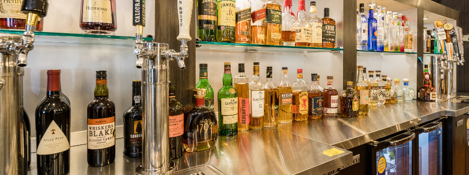 Fully stocked bar at our Oakland hotel's lounge