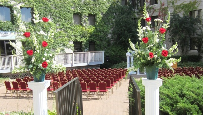 Outdoor Weddings at Appleton, WI Hotels