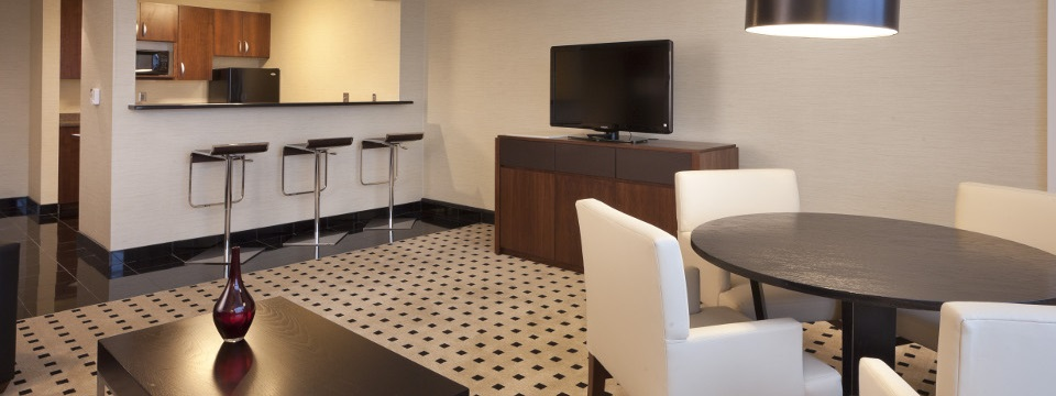 Suite with kitchenette and dining area