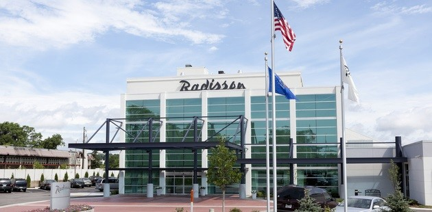 Hotel exterior of Radisson in Menomonee Falls